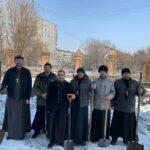 На территории Спасо-Преображенского кафедрального собора г. Новокузнецка прошёл субботник.