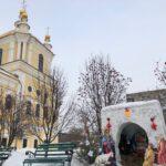 Настоятель  вручил  Рождественские подарки активным прихожанам собора